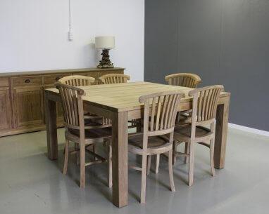 vierkante teakhouten tafel