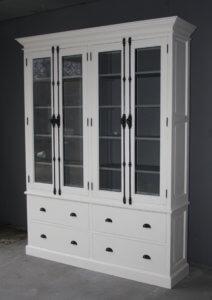Witte kast met grijze binnenkant