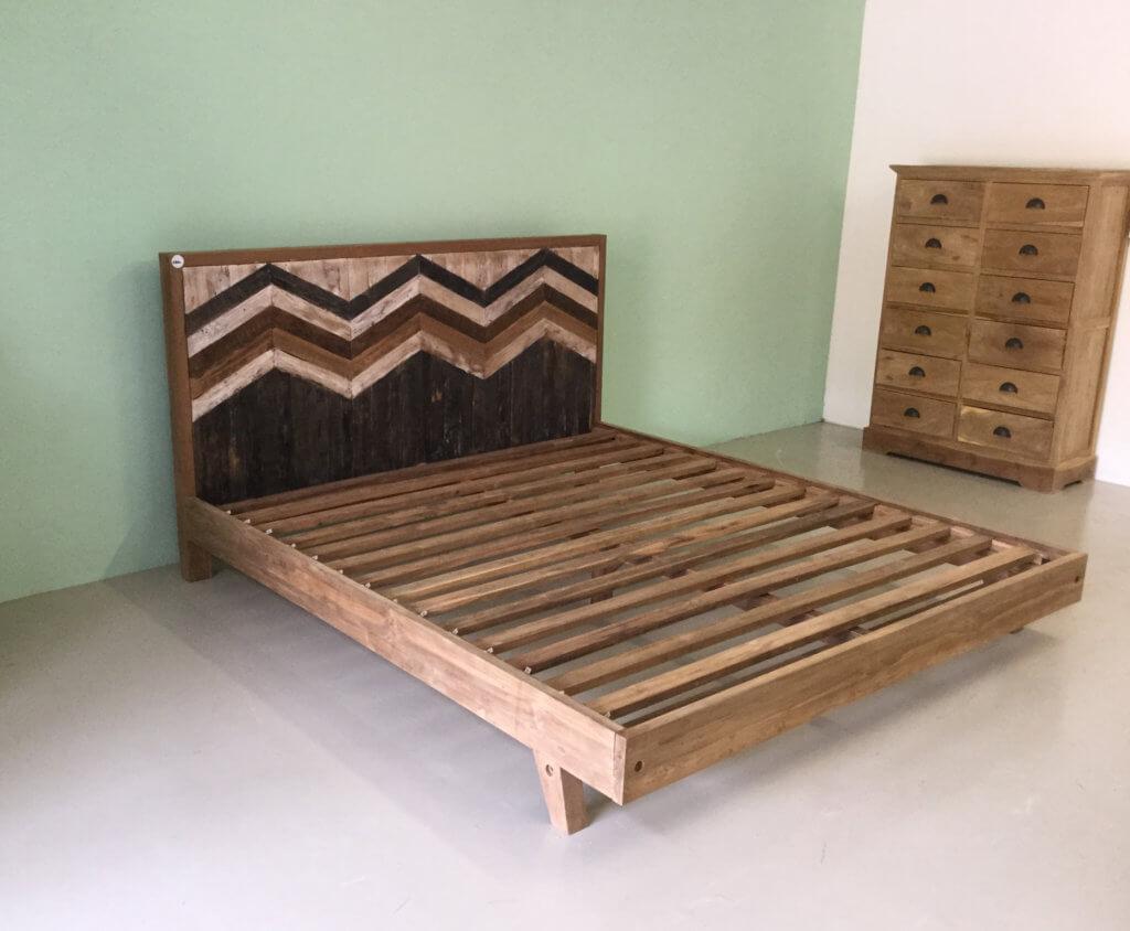 bed van teakhout