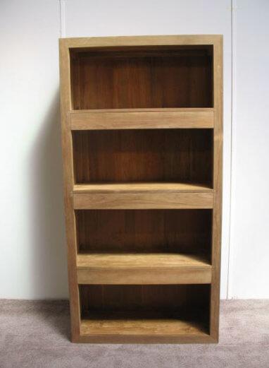 boekenkast van teakhout met drie laden