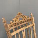 houtsnijwerk schommelstoel