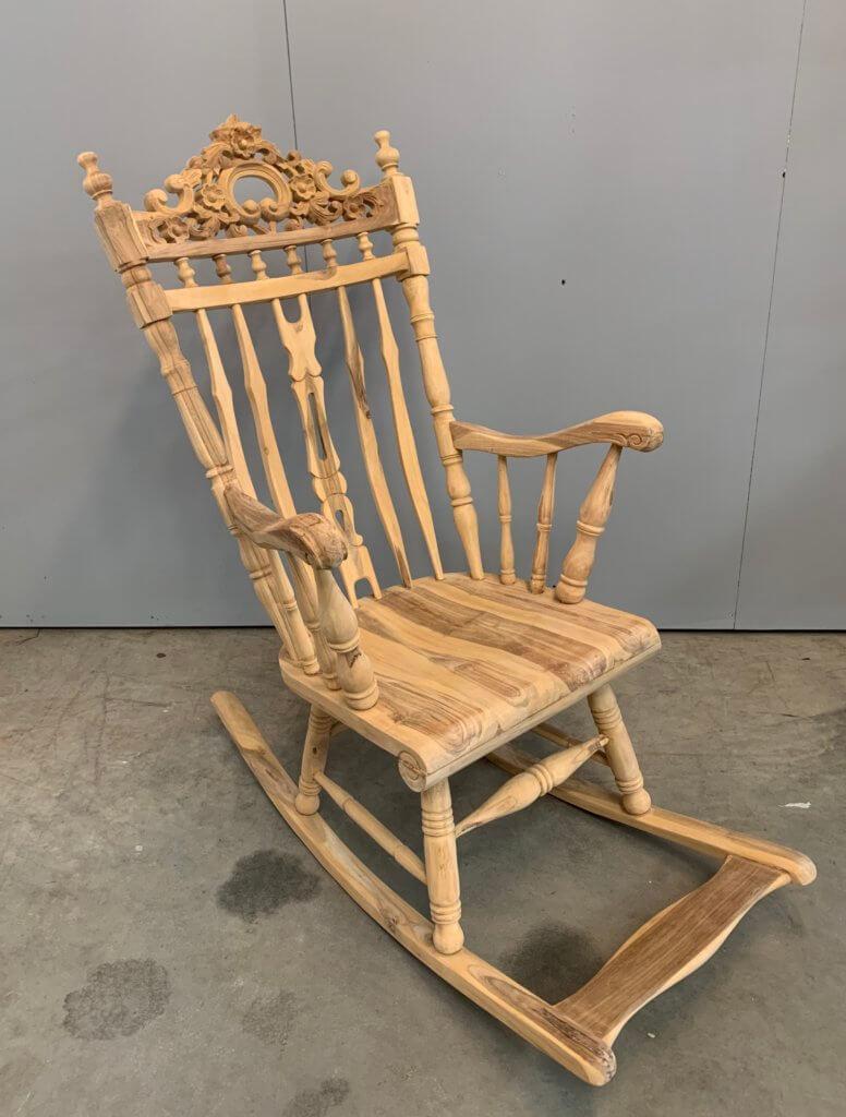 schommelstoel van teakhout