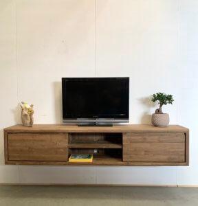 Hangend tv-meubel van massief teakhout
