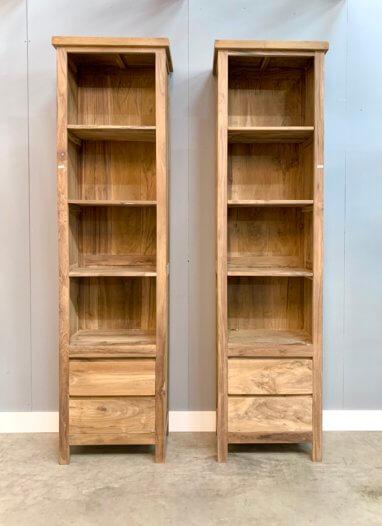 2 moderne boekenkasten van teakhout