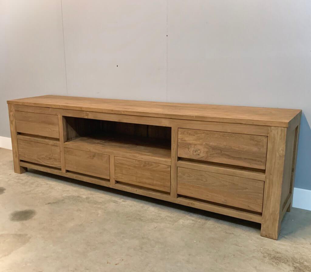 Modern tv-meubel van massief teakhout