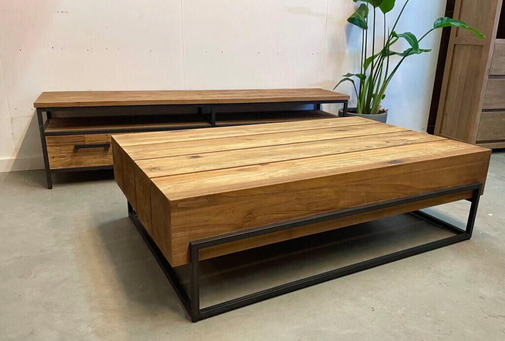 Stoere rechthoekige salontafel met staal